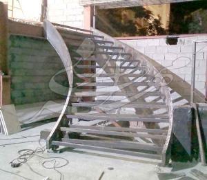 طراحی و تولید انواع پله پیچ
