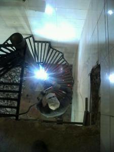 پله گردان(پله قوسی، پله دوار یا پله گرد) و پله فلزی در شیراز