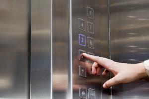 مشاوره ، طراحی ، اجرا و راه اندازی انواع آسانسور