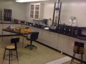آزمایشگاه خاک و پی (مطالعات ژئوتکنیک)