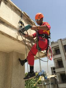 پیچ و رولپلاک سنگ نما ،نماشویی ،نورپردازی : دسترسی با طناب