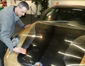 برچسب  محافظ رنگ و بدنه اتومبیل