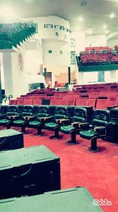 تولید و فروش صندلی های اداری و صندلی های امفی تئاتر  و تجهیز