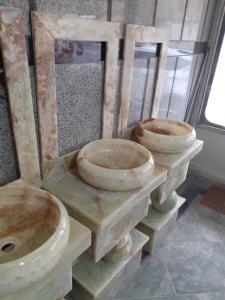 روشویی و قاب آینه  و پایه سنگی کاملا مرمر سبز