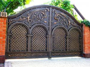 طراح و سازنده درب های فلزی..